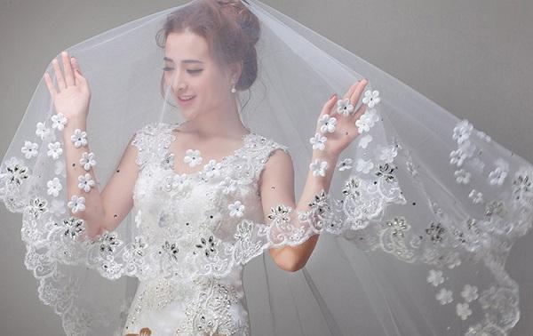 Khăn voan họa tiết cho cô dâu thêm nổi bật