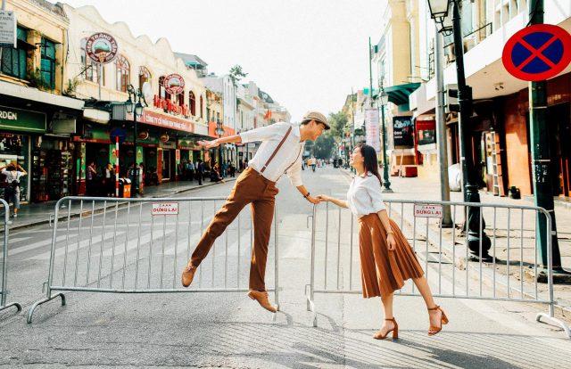 Chụp hình cưới đường phố Sài Gòn